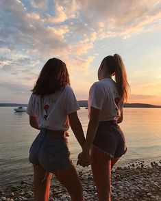 There's no one like your BFF! Here some cute phot ideas for that BFF goal! Cute Friend Pictures, Best Friend Photos, Best Friend Goals, Cute Bestfriend Pictures, Cute Bff Pictures, Squad Pictures, Family Pictures, Girl Pictures, Shooting Photo Amis