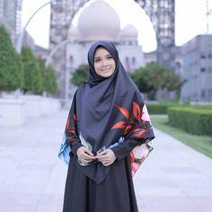 """Bagaimana dengan HITAM.... ada peminat Hitam di sini....? .  .  Komen """" ii """" .  .  Esok dah ada di Butik dan Online....  .  .  .  RM16 shj..... Ramai yang dah beli dan beli lagi....  material satin Hijab Galeria batch sebelum ini....   .  .  .  .   www.hijabgaleria.my"""