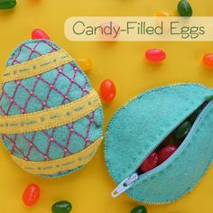 Ditch the plastic eggs and make a bunch of these instead! Felt zippered eggs that double as beanbags until the candy is all gone. Jellybeanbags!