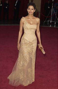 Halle Berry in Elie Saab (Ocars 2003)