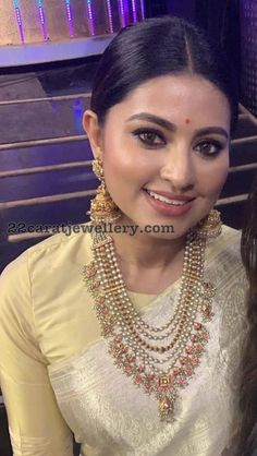 15 Times Actress Sneha Stunned Us With Her Jewels! Indian Jewellery Design, Bead Jewellery, Jewelry Design, Handmade Jewellery, Designer Jewellery, Bridal Jewellery, Party Looks, Indian Wedding Jewelry, Indian Jewelry