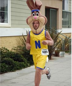 """""""Quiky,"""" the Nesquik Bunny Run Disney Costumes, Running Costumes, Diy Halloween Costumes, Cosplay Fail, Bunny Costume, How To Wear, Fails, Hate, Community"""