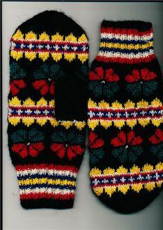 Homemade mittens with sami pattern from Norrbotten Sweden. Hemstickade vantar samiskt mönster från Norrbotten.