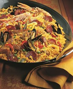 Paella royale - Expolore the best and the special ideas about Budget cooking Squid Dishes, Rice Dishes, Cooking On A Budget, Budget Meals, Budget Recipes, Portuguese Sweet Bread, Lunch Menu, Fish And Seafood, Main Meals