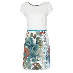 Que Perfeição!!   Vestido de malha com cinto branco manga curta com decote redondo  COMPRE AQUI!  http://imaginariodamulher.com.br/look/?go=2eGob41  #comprinhas #modafeminina#modafashion  #tendencia #modaonline #moda #instamoda #lookfashion #blogdemoda #imaginariodamulher