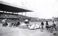 1903 race with white Baker Electric racecar