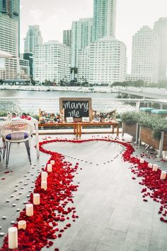 Want to create an unforgettable marriage proposal? We've compiled some of our favourite wedding proposal ideas for you and your loved one. Whether you want something simple, private, romantic or extravagant – we've got you covered. Cute Proposal Ideas, Beach Proposal, Romantic Proposal, Perfect Proposal, Engagement Proposal Ideas, Proposal Photos, Romantic Ideas, Surprise Proposal Pictures, Engagement Announcements