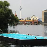 Das Foto wurde bei Badeschiff Berlin von Angelo B. am 7/21/2013 aufgenommen