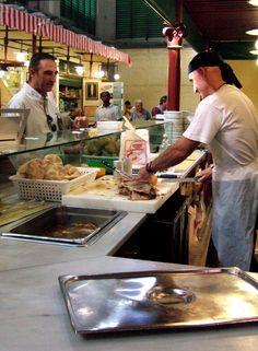 Bocadillos de carne en el mercado central de Florencia