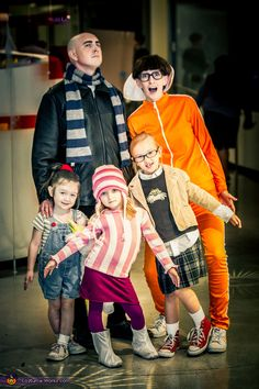 Despicable Me Family Costume - 2013 Halloween Costume Contest via @costumeworks