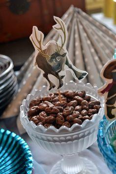 Kaksin kaunihimpi: Frozen -synttärit - Reindeer droppings