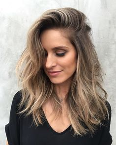 "@ riawnacapri - If it ain't broke, don't fix it; just pop it!☀️ Do you ever get those clients that come in, and you're like ""Why are you here? Your hair is perfect?""  Well @kristenbrockman is one of those clients. So, we just bayalaged and added some pop of lights for summer.✨ #901girl #lessismore #hairgoals"