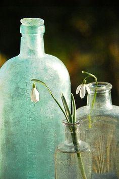 Mottled vintage bottles as vases Antique Bottles, Vintage Bottles, Bottles And Jars, Antique Glass, Glass Bottles, Perfume Bottles, Wabi Sabi, Sea Glass, Glass Art