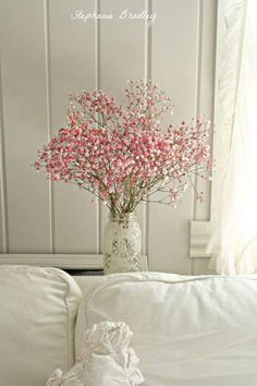 kantenvaasje met rose veld bloemetjes