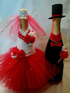 Wedding Wine Bottles, Wedding Champagne Flutes, Champagne Bottles, Wine Bottle Gift, Wine Bottle Crafts, Bottle Art, Bridal Wine Glasses, Wedding Glasses, Personalized Wine Bottles