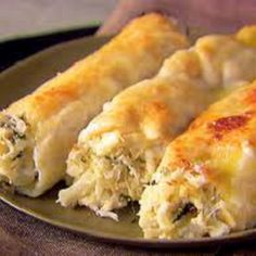 Crab and Ricotta Cannelloni Recipe : Giada De Laurentiis : Recipes : Food Network I think I will try this but add a tbs or so of old bay to the cream sauce and maybe some shrimp. Giada De Laurentiis, Seafood Dishes, Pasta Dishes, Crab Dishes, Cannelloni Recipes, Spinach Cannelloni, Food Porn, Italian Recipes, Appetizers