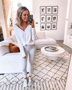Shop Your Screenshots™ with LIKEtoKNOW.it, a shopping discovery app that allows you to instantly shop your favorite influencer pics across social media and the mobile web. Cute Comfy Outfits, Comfortable Outfits, Simple Outfits, Cool Outfits, Casual Outfits, Comfy Clothes, Joggers Outfit, Weekend Outfit, Beautiful Outfits