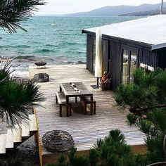 Untitled home architecture house by the sea, house, the beach people. The Beach People, White Beach Houses, Beautiful Homes, Beautiful Places, Haus Am See, Beach Cottages, Outdoor Living, House Ideas, House Design