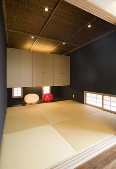 和室 Japanese Interior Design, Home Interior Design, Plain Wallpaper, Wood Wallpaper, Japanese Modern House, Japanese Taste, Tatami Room, Zen Room, Interior Garden