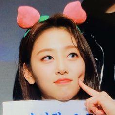 ୨୧ 𝗠𝗬 𝗘𝗗𝗜𝗧 ୨୧ yves loona © I Love Girls, Pretty Girls, Cool Girl, My Girl, Kpop Girl Groups, Kpop Girls, Lgbt Community, Sooyoung, K Idols