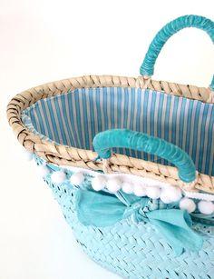 Cesto niña detalle. Cuqui Miluki Sisal, Beach Bucket, Fab Bag, Basket Liners, Purse Holder, Basket Bag, Summer Bags, Cloth Bags, Courses