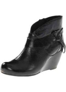 Shoes Are More Than Just Basic Footwear >>> More details can be found by clicking on the image. Heeled Boots, Ankle Boots, Top Shoes, Clarks, Passion For Fashion, Fashion Shoes, Fashion Accessories, Classy Heels, Ladies Jeans