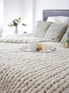 diy decoration dessus de lit en laine ou acheter Chunky Wool Blankets to Buy or DIY Home Bedroom, Master Bedroom, Bedroom Decor, Bedrooms, Bedroom Ideas, Bedroom Headboards, Bedroom Table, Bedroom Furniture, Chunky Wool