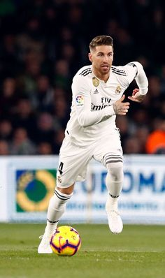 Sergio Ramos w La Liga Real Madrid Football Club, Real Madrid Players, Fc Liverpool, Liverpool Football Club, Best Football Players, Soccer Players, Football Soccer, Fotos Real Madrid, Real Madrid Captain
