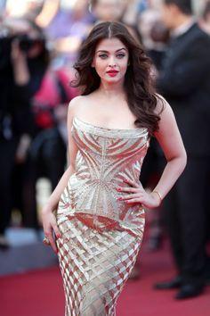 Aishwarya Rai Bachchan's Cannes 2014 Look: Guess What it Did to Abhishek Bachchan!