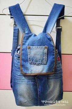 How to sew a pretty nice bag with denim. Step to step tutorial how to make pretty bag from jeans . Denim Backpack, Denim Purse, Denim Bag Tutorial, Mochila Jeans, Jean Diy, Jean Purses, Diy Jeans, Denim Handbags, Denim Crafts