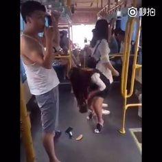 Các bạn nam đi xe buýt cẩn thận nhé! :'( #haivitalk #cliphài