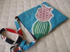 柄のデザイン 皆さん身近に気になる布があったら作ってみませんか。 大漁旗で洋服を作ったあとの残り布で作ってみま... Kimono Coat, Yukata, Vintage Bags, Coin Purse, Pouch, Tunic, Tote Bag, Sewing, How To Make