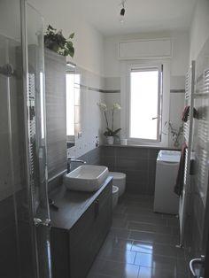 5 idee per salvare spazio in un bagno piccolo | Bath, Interiors and ...