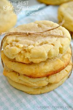 These Old-Fashioned Sugar Cookies are so supremely soft, tender and buttery! This recipe is totally foolproof; you wont want another sugar cookie recipe after this easy, delicious one! Cookie Desserts, Just Desserts, Cookie Recipes, Delicious Desserts, Dessert Recipes, Yummy Food, Cookie Favors, Cookie Cups, Recipes Dinner