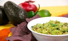 Les tengo para hoy un guacamole sin igual! Lleno de sabor con crujiente tocino y chile picosito!!  Try this delicious guacamole like no other! Full of flavor with crunchy bacon and spicy chile!