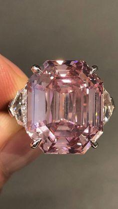 Diamond Studs, Diamond Jewelry, Round Diamond Engagement Rings, Finger, High Jewelry, Statement Jewelry, Colored Diamonds, Beautiful Rings, Wedding Jewelry