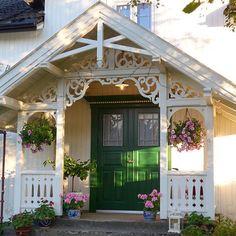 #sveitservilla #sveitserhus #sveitserstil #bislag #byggogbevar #trehus #snekkerglede