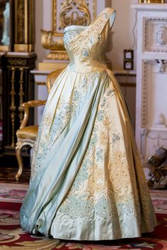"""Blue and gold evening dress, which Queen Elizabeth wore during a state visit to The Netherlands in 1958. FASHIONING A REIGN """" 90 YEARS OF STYLE FROM THE QUEEN'S WARDROBE """" - PRINCESS MONARCHY"""