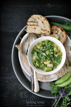 minestrone di primavera Spring Soups, A Food, Good Food, Soup Recipes, Cooking Recipes, 365days, Soup Kitchen, Greens Recipe, Healthy Soup