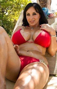 Jameson nackt Brunet red bikini girl außerhalb beim sex