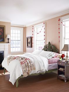 Cheery Guest Bedroom - Greet holiday guests with a red-and-white color scheme. Even dress up the box spring! Read more: Holiday Decorating Ideas - Country Christmas Decorations - Country Living Christmas Interiors, Christmas Bedroom, Cozy Christmas, Country Christmas, Beautiful Christmas, Dream Bedroom, Home Bedroom, Master Bedroom, Bedroom Modern