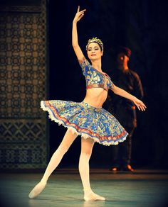 Mathilde Froustey, La Bayadère Just look at her skinniness. It's not fair.
