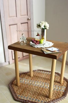 DIY upcycling: Notes Holder to Miniature Table
