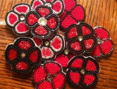 Examples of beaded poppies made by Vanea Cyr, an aboriginal artist and educator… Native Beading Patterns, Beadwork Designs, Beaded Earrings Patterns, Native Beadwork, Native American Beadwork, Bead Patterns, Beaded Jewelry, Remembrance Day Activities, Remembrance Day Art