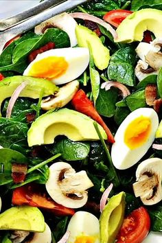 An easy, healthy, delicious recipe for Spinach Salad with bacon! Of all the spinach salad recipes I've tried, this one … Bacon Spinach Salad, Spinach Salad Recipes, Easy Salads, Healthy Salad Recipes, Easy Meals, Bacon Avocado, Dressing For Spinach Salad, Simple Salad Recipes, Simple Spinach Salad