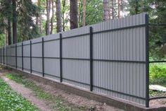This kind of lattice fence is truly a notable style approach. Diy Backyard Fence, Diy Privacy Fence, Privacy Fence Designs, Farm Fence, Diy Fence, Fence Ideas, Sheet Metal Fence, Corrugated Metal Fence, Metal Fence Panels