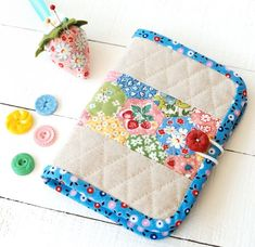 We are stitching up my new Pins and Needles Book pattern together this month, and it's been so fun seeing all the different styles and deta. Diy Bags Patterns, Sewing Patterns Free, Needle Book, Needle Case, Small Sewing Projects, Sewing Hacks, Sewing Ideas, Sewing Kits, Quilted Gifts