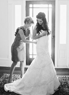 love this sweet moment with mom | Amy Arrington #wedding