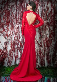 Long-sleeved open back red mermaid evening dress. ♥   Shop your style online or book your appointment in a BIEN SAVVY store: Bucuresti: office@biensavvy.ro / +40757 370 108 Constanta: constanta@biensavvy.ro / +40757 825 185 Brasov brasov@biensavvy.ro / +40757 415 563