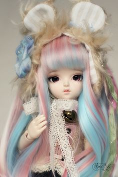 nonsansdroict:    True Hani-bear 1 by Fyrd8th on Flickr.  Via Flickr: Hani's got two new things: a Crobi lollipop wig and a bear headdress from ChantillieLane